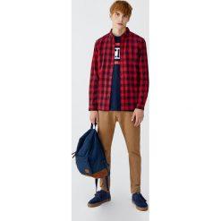 Koszula basic w kratkę vichy. Czerwone koszule męskie na spinki Pull&Bear, m, w kratkę. Za 79,90 zł.