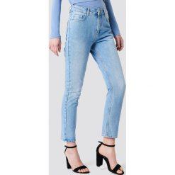 Spodnie damskie: NA-KD Jeansy z klasycznym wykończeniem - Blue