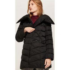 Pikowany płaszcz - Czarny. Czarne płaszcze damskie pastelowe House, l. W wyprzedaży za 149,99 zł.
