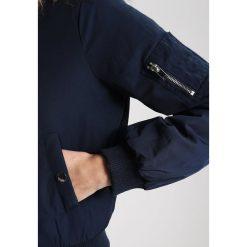 Bomberki damskie: Miss Selfridge Petite Kurtka przejściowa navy blue