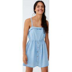Sukienka na ramiączkach z gumką w pasie. Niebieskie sukienki na komunię marki bonprix, z nadrukiem, na ramiączkach. Za 89,90 zł.