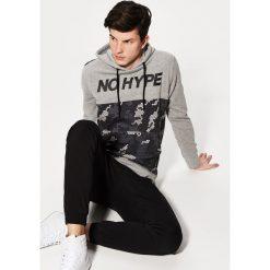 Bluza z nadrukiem - Szary. Czarne bluzy męskie rozpinane marki KIPSTA, z poliesteru, do piłki nożnej. Za 79,99 zł.