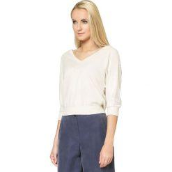 Swetry oversize damskie: Sweter w kolorze kremowym