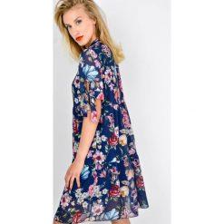 Sukienki: Sukienka w kwiaty z wiązaniem na dekolcie