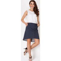 Spódnice wieczorowe: Jeansowa Asymetryczna Spódnica z Wyrazistymi Przeszyciami