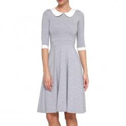 Sukienka w kolorze szaro-białym. Szare sukienki na komunię marki YULIYA BABICH, xs, z dekoltem na plecach, midi, rozkloszowane. W wyprzedaży za 309,95 zł.