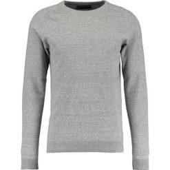 Swetry męskie: Jack & Jones JPRCRUISE CREW NECK Sweter light grey melange