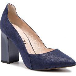 Półbuty CAPRICE - 9-22411-22 Blue Jeans Sue 802. Niebieskie półbuty damskie skórzane Caprice, eleganckie, na obcasie. Za 249,90 zł.