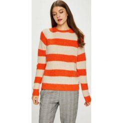Pepe Jeans - Sweter. Szare swetry klasyczne damskie marki Pepe Jeans, l, z dzianiny, z okrągłym kołnierzem. Za 319,90 zł.