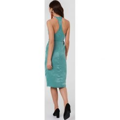 Rut&Circle Kopertowa sukienka Haley - Green. Zielone sukienki z falbanami Rut&Circle, z poliesteru, z kopertowym dekoltem, midi, kopertowe. W wyprzedaży za 80,98 zł.