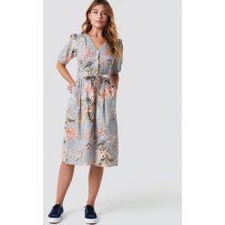 MANGO Sukienka Goldy - Grey. Szare sukienki z falbanami marki Mango, na co dzień, l, z tkaniny, casualowe, z dekoltem halter, na ramiączkach, midi, rozkloszowane. Za 202,95 zł.