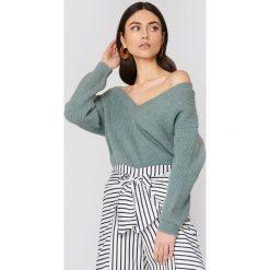 Swetry oversize damskie: NA-KD Trend Sweter z dekoltem V - Green