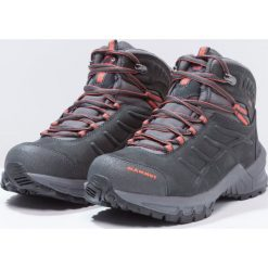 Mammut NOVA II GTX Buty trekkingowe graphite/dark barberry. Szare buty zimowe damskie Mammut, z gumy. W wyprzedaży za 575,20 zł.