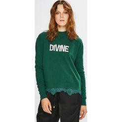 Guess Jeans - Sweter Addy. Szare swetry oversize damskie Guess Jeans, l, z dzianiny. Za 369,90 zł.