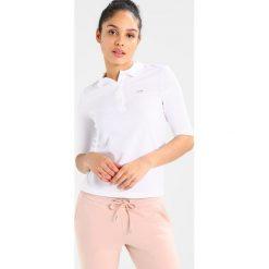 Lacoste TEE CORE Koszulka polo white. Białe bluzki damskie Lacoste, z bawełny, polo. Za 379,00 zł.