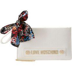 Love Moschino SCARF CLUTCH Kopertówka bianco. Białe puzderka marki Kazar, ze skóry, wizytowe, na ramię. Za 589,00 zł.