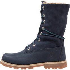 Timberland 6 IN WP Kozaki sznurowane dark blue. Niebieskie buty zimowe damskie marki Timberland, z materiału, na wysokim obcasie. W wyprzedaży za 183,60 zł.