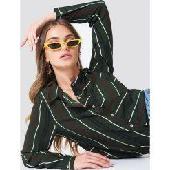 Rut&Circle Koszula w paski Evelyn - Green. Zielone koszule wiązane damskie Rut&Circle, w paski, z poliesteru, z krótkim rękawem. Za 141,95 zł.