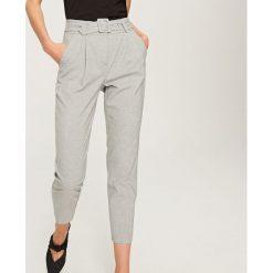 Odzież damska: Spodnie z wysokim stanem - Jasny szar