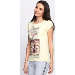 Żółty T-shirt East-West. Żółte bluzki damskie marki Mohito, l, z dzianiny. Za 14,99 zł.