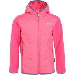 Jack Wolfskin GRASSLAND HYBRID Kurtka Softshell hot pink. Czerwone kurtki damskie softshell marki Jack Wolfskin, z elastanu. W wyprzedaży za 341,10 zł.
