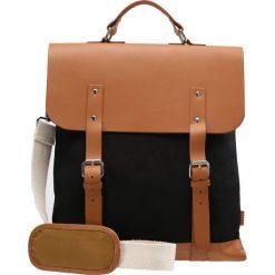Enter Torba na ramię black/cognac. Czarne torby na laptopa Enter, na ramię, małe. W wyprzedaży za 671,20 zł.