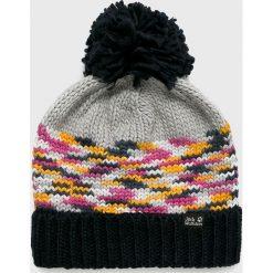Jack Wolfskin - Czapka. Czarne czapki zimowe damskie marki Jack Wolfskin, w paski, z materiału. W wyprzedaży za 119,90 zł.
