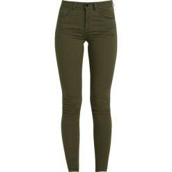 Vila VICOMMIT Jeans Skinny Fit ivy green. Brązowe jeansy damskie Vila. W wyprzedaży za 135,20 zł.