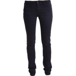 Mustang JASMIN SLIM Jeansy Slim Fit stone washed. Niebieskie jeansy damskie marki Mustang, z aplikacjami, z bawełny. W wyprzedaży za 134,55 zł.