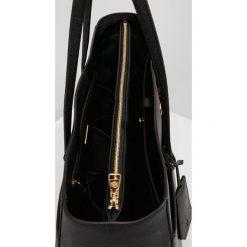 Tory Burch ROBINSON Torba na zakupy black / royal navy. Czarne torebki klasyczne damskie Tory Burch. Za 1489,00 zł.