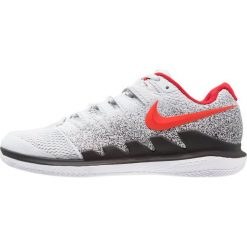 Nike Performance AIR ZOOM VAPOR X HC Obuwie multicourt pure platinum/habanero red/black. Szare buty do tenisa męskie Nike Performance, z gumy. W wyprzedaży za 412,30 zł.