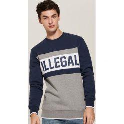 Bluza z nadrukiem Illegal - Granatowy. Czerwone bluzy męskie rozpinane marki KALENJI, m, z elastanu, z długim rękawem, długie. Za 99,99 zł.