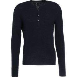 Rag & bone GILES HENLEY Sweter navy. Niebieskie swetry klasyczne męskie rag & bone, m, z materiału, z kołnierzem typu henley. W wyprzedaży za 379,60 zł.