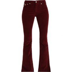 LOIS Jeans RAVAL SPLIT AGED Spodnie materiałowe burgundy. Czarne jeansy damskie marki LOIS Jeans, z bawełny. Za 549,00 zł.