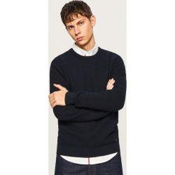 Sweter z dzianiny o strukturalnym splocie - Granatowy. Niebieskie swetry klasyczne męskie marki Reserved, l, ze splotem. Za 119,99 zł.