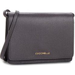 Torebka COCCINELLE - CV3 Mini Bag E5 CV3 55 D6 05 Fume Y28. Szare listonoszki damskie Coccinelle, ze skóry, bez dodatków. Za 849,90 zł.
