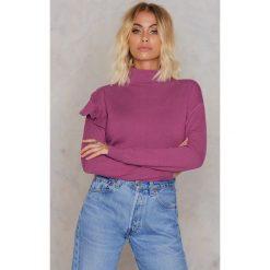 NA-KD Sweter z golfem i falbaną - Purple. Fioletowe golfy damskie NA-KD, z elastanu. W wyprzedaży za 58,78 zł.