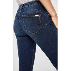 Mango - Jeansy push-up Kim. Niebieskie jeansy damskie Mango. Za 119,90 zł.