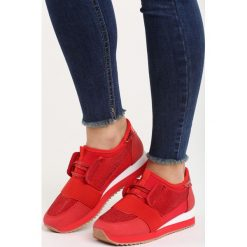 Czerwone Buty Sportowe I'll Rise. Czerwone buty sportowe damskie marki KALENJI, z gumy. Za 89,99 zł.