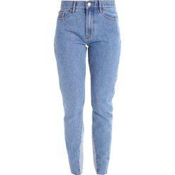 Calvin Klein Jeans Jeansy Slim Fit light stone. Niebieskie jeansy damskie marki Calvin Klein Jeans, z bawełny. W wyprzedaży za 359,40 zł.
