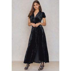 Sukienki: NA-KD Party Aksamitna sukienka z głębokim dekoltem – Black