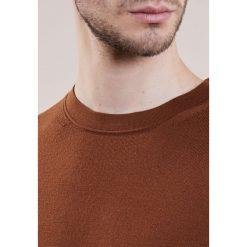 Reiss WESSEX Sweter copper. Brązowe swetry klasyczne męskie Reiss, l, z materiału. W wyprzedaży za 381,75 zł.