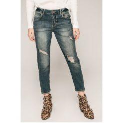 Guess Jeans - Jeansy. Niebieskie jeansy damskie rurki marki Guess Jeans, z aplikacjami, z bawełny. W wyprzedaży za 339,90 zł.
