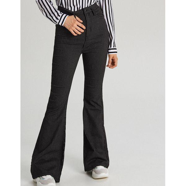 fab42357 Jeansowe spodnie typu dzwony - Czarny