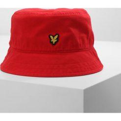 Lyle & Scott BUCKET HAT Kapelusz poppy. Czerwone kapelusze damskie Lyle & Scott, z bawełny. Za 129,00 zł.