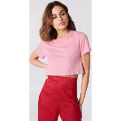 NA-KD Basic Krótki T-shirt oversize - Pink. Różowe t-shirty damskie marki NA-KD Basic, z bawełny. W wyprzedaży za 20,48 zł.