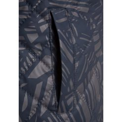 Mikkline DUVET JACKET  Kurtka zimowa blue nights. Niebieskie kurtki chłopięce zimowe marki mikk-line, z materiału. W wyprzedaży za 135,20 zł.