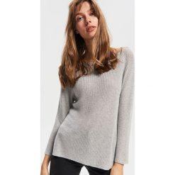 Sweter z błyszczącą nitką - Szary. Białe swetry klasyczne damskie marki Reserved, l, z dzianiny. Za 79,99 zł.