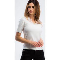 Bluzki damskie: Kremowa bluzka z delikatną koronką 21196