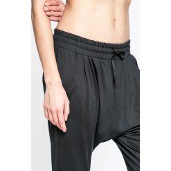 Nike - Spodnie W NK FLOW LX PANT. Szare spodnie sportowe damskie marki Nike, z dzianiny. W wyprzedaży za 229,90 zł.